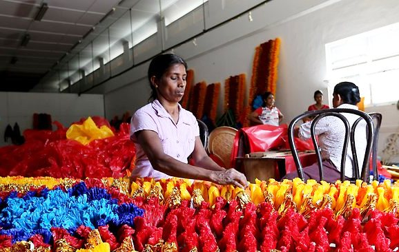 A worker prepares colourful decorations ahead of the CHOGM 2013 summit in Colombo (image courtesy theaustralian.com.au)