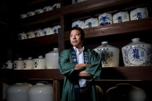 Kensuke Shichida, a japanese sake brewer, grappling with changing times. Image from http://nyti.ms/1AQKFEe